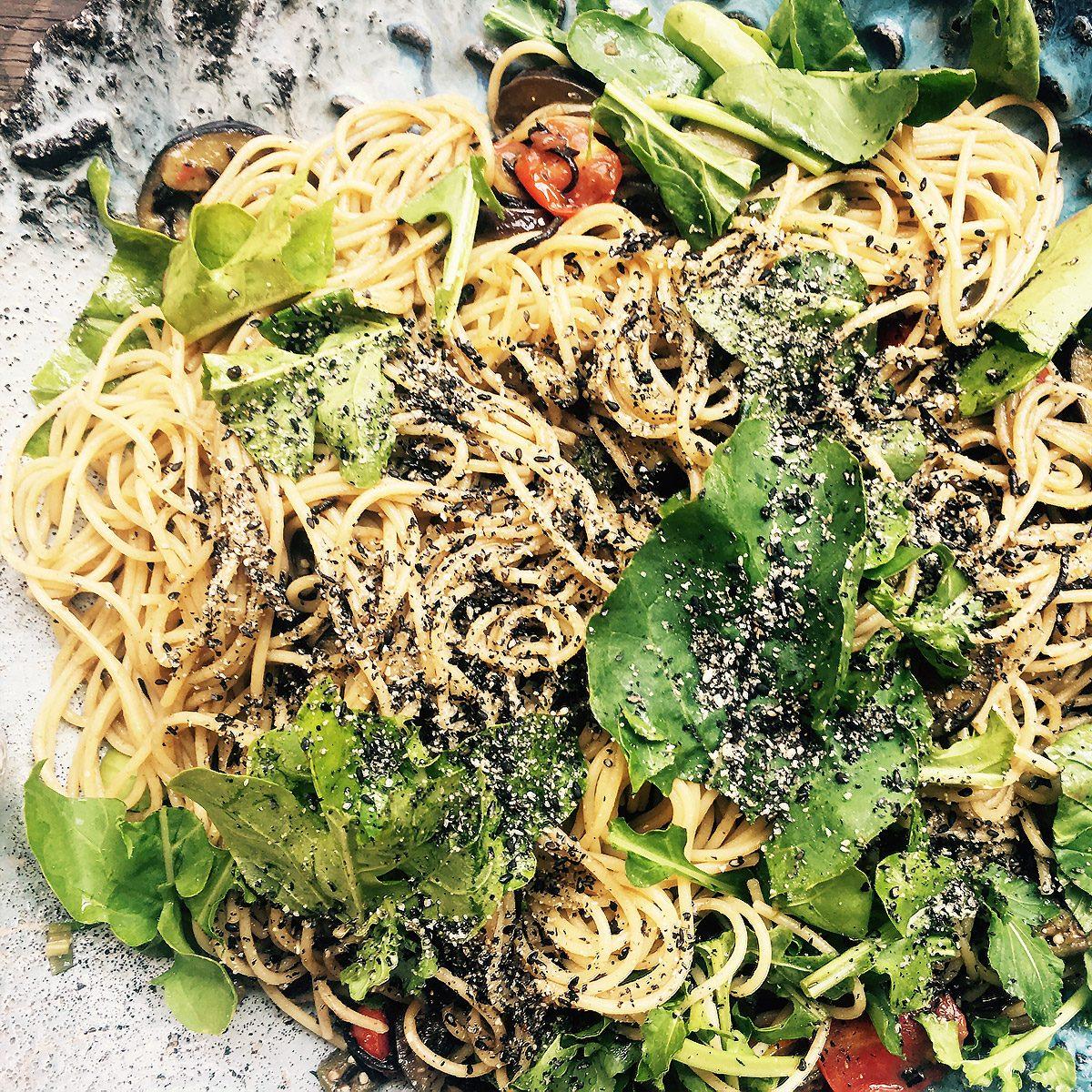 やみつきの黒 夏野菜とひじきのアラビアータ