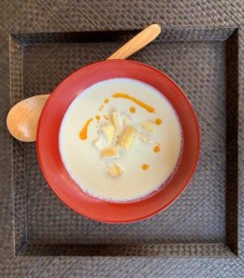 カリっとお揚げxラー油トッピングで満腹スープに【豆乳と大豆の白いみそポタ】