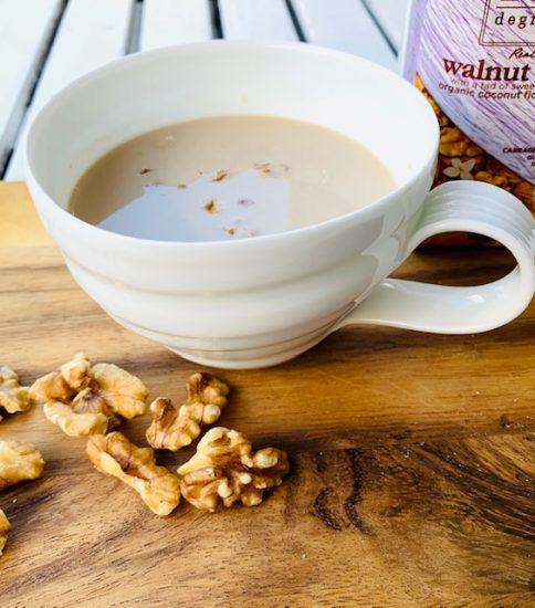 くるみミルクで香り高いスープに・豆乳と大豆の白いみそポタ